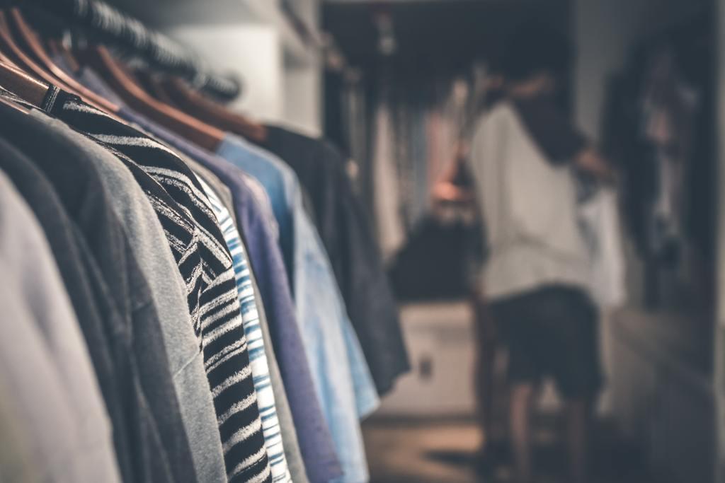 Hur många plagg behöver man av varje för en minimalistisk garderob?
